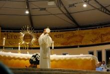 Medjugorje, B.V.M. Assunta 2015: Gesù nel Santissimo Sacramento (2)– Foto di Sardegna Terra di pace – Tutti i diritti riservati