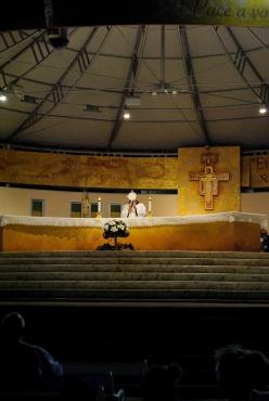 Medjugorje, B.V.M. Assunta 2015: Gesù nel Santissimo Sacramento – Foto di Sardegna Terra di pace – Tutti i diritti riservati