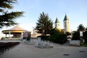 Medjugorje, Esaltazione della Croce 2015: Altare esterno della Chiesa di San Giacomo Apostolo (2) – Foto di Sardegna Terra di pace – Tutti i diritti riservati