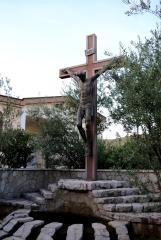 Medjugorje, Esaltazione della Croce 2015: Crocifisso presso i ceri votivi – Foto di Sardegna Terra di pace – Tutti i diritti riservati