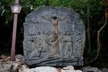 Medjugorje, Esaltazione della Croce 2015: Formella sul sentiero del Krizevac – Foto di Sardegna Terra di pace – Tutti i diritti riservati