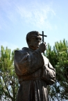 Medjugorje, Esaltazione della Croce 2015: Statua di Padre Slavko – Foto di Sardegna Terra di pace – Tutti i diritti riservati