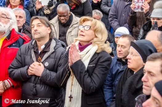 Medjugorje: Mirjana durante l'apparizione del 2 Gennaio 2016 - Foto di Mateo Ivanković – Tutti i diritti riservati