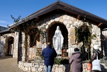 Medjugorje, Capodanno 2016: Statua della Madonna: Foto di Sardegna Terra di Pace – Tutti i diritti riservati