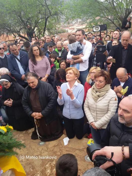 Medjugorje: Mirjana durante l'apparizione del 2 Aprile 2016 - Foto di Mateo Ivanković – Tutti i diritti riservati