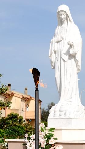 Statua della regina della pace