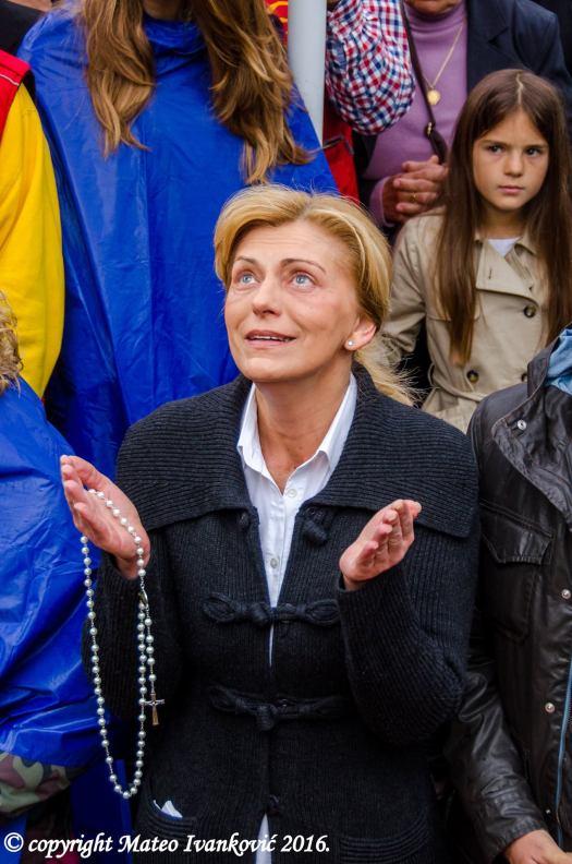 Medjugorje: Mirjana durante l'apparizione del 2 Maggio 2016 - Foto di Mateo Ivanković – Tutti i diritti riservati