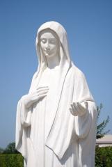 Medjugorje, Anniversario Apparizioni 2016: Statua della Regina della Pace (2) – Foto di Sardegna Terra di pace – Tutti i diritti riservati