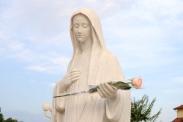 Medjugorje, Anniversario Apparizioni 2016: Statua della Regina della Pace (5) – Foto di Sardegna Terra di pace – Tutti i diritti riservati