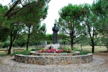 Medjugorje, Mladifest 2016: Statua di padre Slavko – Foto di Sardegna Terra di pace – Tutti i diritti riservati