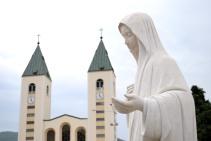 Medjugorje, Esaltazione della Croce 2016: Statua della Regina della Pace – Foto di Sardegna Terra di pace – Tutti i diritti riservati