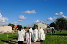 Benedizione dell'area dove verrà costruita la chiesa (2) – Foto di Sardegna Terra di pace – Tutti i diritti riservati