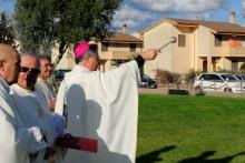 Benedizione dell'area dove verrà costruita la chiesa – Foto di Sardegna Terra di pace – Tutti i diritti riservati