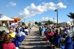 Fedeli in preghiera presso la piazza Regina della Pace – Foto di Sardegna Terra di pace – Tutti i diritti riservati