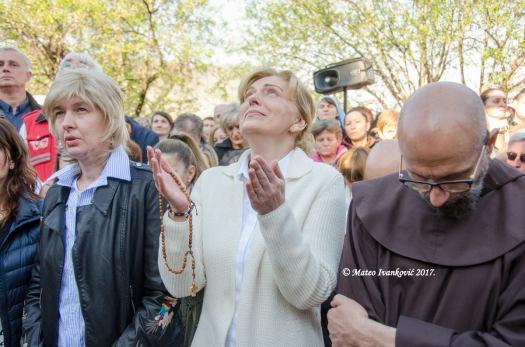 Medjugorje: Mirjana durante l'apparizione del 2 Aprile 2017 - Foto di Mateo Ivanković – Tutti i diritti riservati