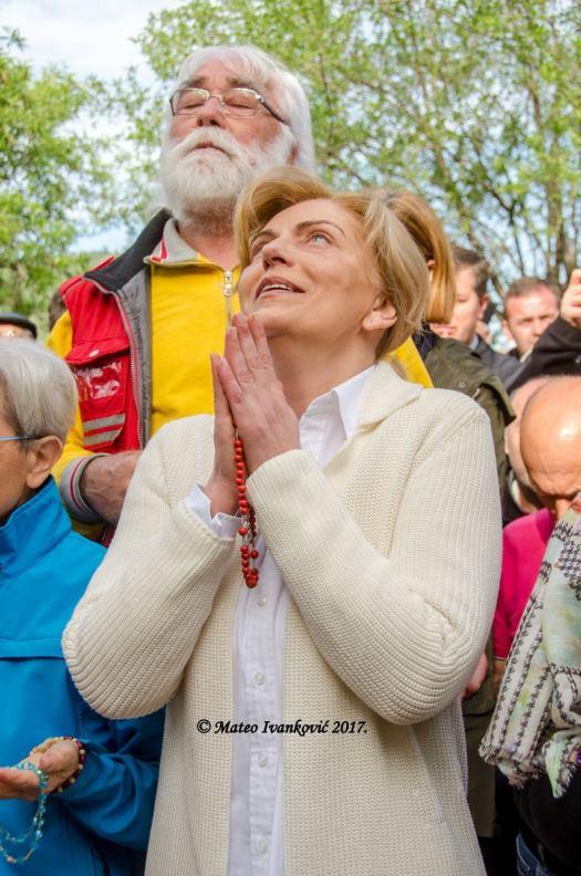 Medjugorje: Mirjana durante l'apparizione del 2 Maggio 2017 - Foto di Mateo Ivanković – Tutti i diritti riservati