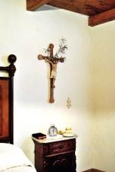 Crocifisso presso la casa museo Edvige Carboni