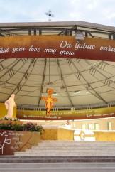 Medjugorje, Anniversario 2017: Altare esterno (4) – Foto di Sardegna Terra di Pace – Tutti i diritti riservati