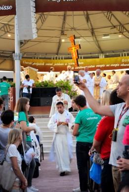 Medjugorje, Mladifest 2017: Distribuzione della Comunione – Foto di Sardegna Terra di Pace – Tutti i diritti riservati
