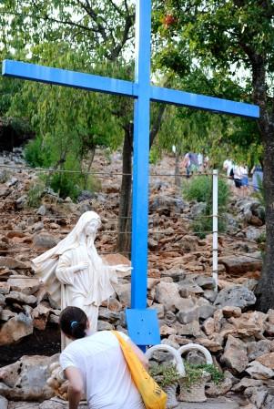 Medjugorje, Anniversario 2017: La Croce Blu – Foto di Sardegna Terra di Pace – Tutti i diritti riservati