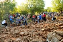 Medjugorje, Anniversario 2017: Rosario alla Collina delle Apparizioni (2) – Foto di Sardegna Terra di Pace – Tutti i diritti riservati