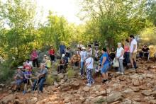 Medjugorje, Anniversario 2017: Rosario alla Collina delle Apparizioni (3) – Foto di Sardegna Terra di Pace – Tutti i diritti riservati