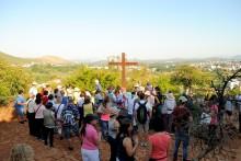 Medjugorje, Anniversario 2017: Rosario alla Collina delle Apparizioni – Foto di Sardegna Terra di Pace – Tutti i diritti riservati