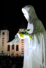Medjugorje, Anniversario 2017: Statua Regina della Pace piazzale Chiesa – Foto di Sardegna Terra di Pace – Tutti i diritti riservati