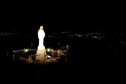 Medjugorje, Mladifest 2017: Statua regina della Pace sul Podbrdo (4) – Foto di Sardegna Terra di Pace – Tutti i diritti riservati