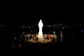 Medjugorje, Anniversario 2017: Statua regina della Pace sul Podbrdo (5) – Foto di Sardegna Terra di Pace – Tutti i diritti riservati