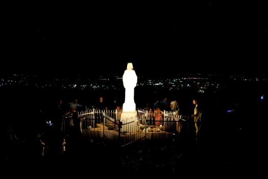 Medjugorje, Mladifest 2017: Statua regina della Pace sul Podbrdo (5) – Foto di Sardegna Terra di Pace – Tutti i diritti riservati