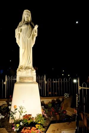 Medjugorje, Anniversario 2017: Statua regina della Pace sul Podbrdo – Foto di Sardegna Terra di Pace – Tutti i diritti riservati