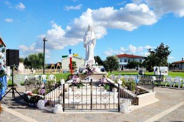 Statua Regina della Pace