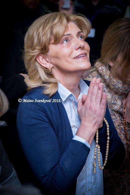 Medjugorje: Mirjana durante l'apparizione del 2 Marzo 2018 - Foto di Mateo Ivanković – Tutti i diritti riservati