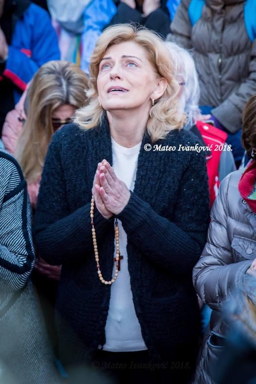 Medjugorje: Mirjana durante l'apparizione del 2 Aprile 2018 - Foto di Mateo Ivanković – Tutti i diritti riservati