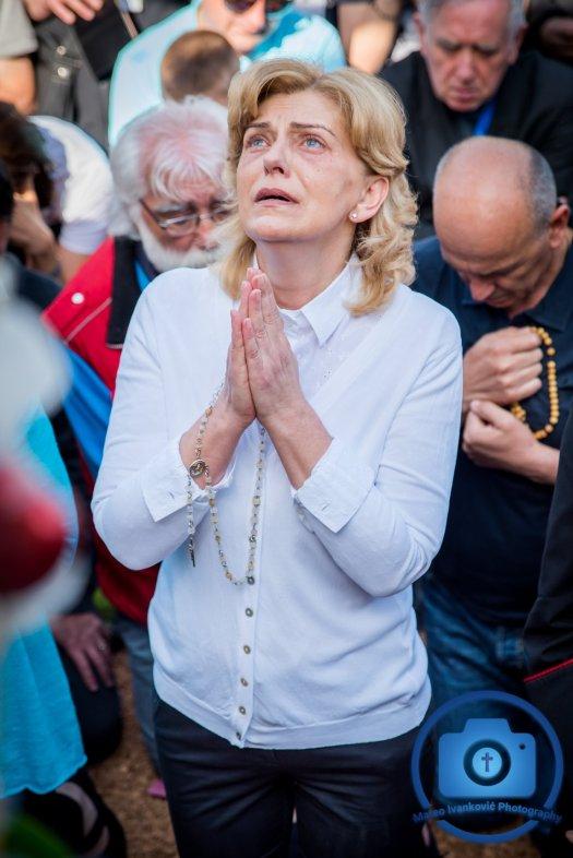 Medjugorje: Mirjana durante l'apparizione del 2 Maggio 2018 - Foto di Mateo Ivanković – Tutti i diritti riservati