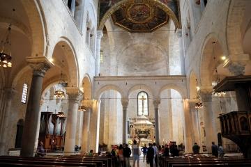 Interno Santuario san Nicola di Bari - Foto di Sardegna Terra di pace – Tutti i diritti riservati