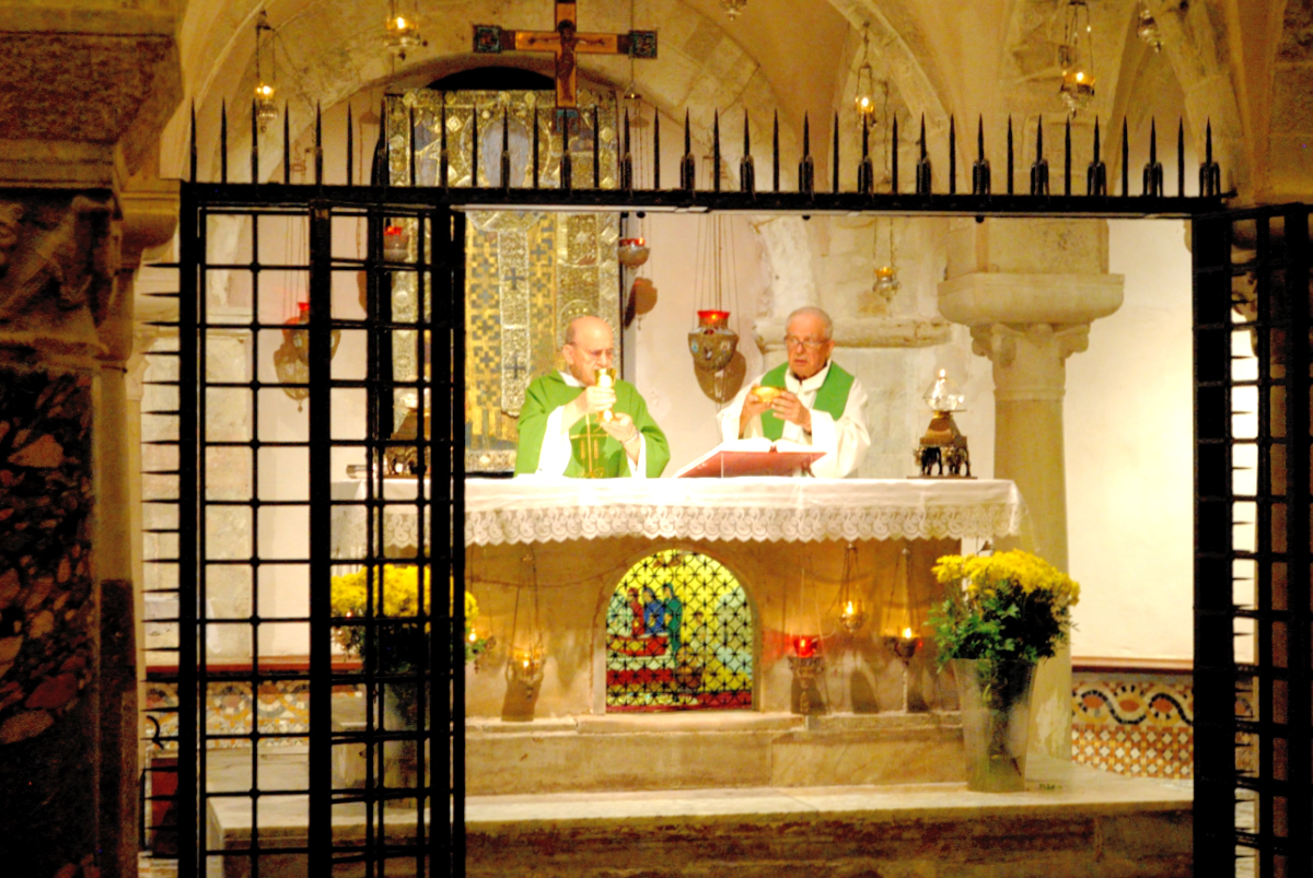 Santa Messa presso la Cripta di San Nicola (2) – Foto di