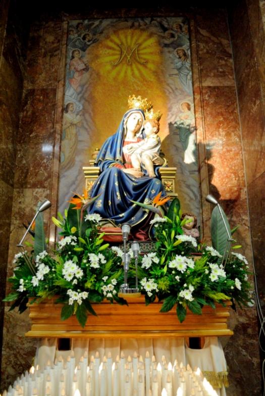 Statua Madonna delle grazie (2) - Foto di Sardegna Terra di pace – Tutti i diritti riservati