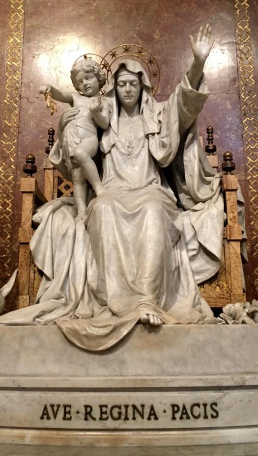 Statua Regina Pacis Sovrana del Mondo