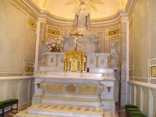 Altare della Cappella di Rue Du Bac - Foto di Gafia~commonswiki - Dominio Pubblico