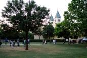 Medjugorje, Anniversario Apparizioni 2019: Giardino laterale la Chiesa di San Giacomo