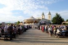 Medjugorje, Anniversario Apparizioni 2019: Piazzale retrostante la Chiesa (2)