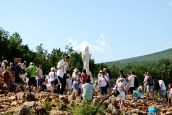 Medjugorje, Anniversario Apparizioni 2019: Statua Regina della Pace sul Podbrdo (2)
