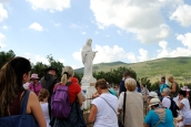 Medjugorje, Anniversario Apparizioni 2019: Statua Regina della Pace sul Podbrdo (3)