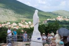 Medjugorje, Anniversario Apparizioni 2019: Statua Regina della Pace sul Podbrdo (6)