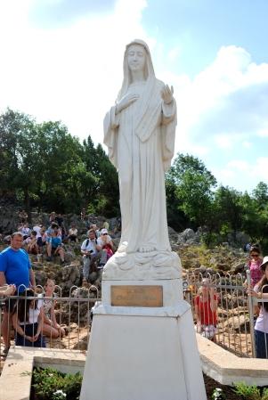Medjugorje, Anniversario Apparizioni 2019: Statua Regina della Pace sul Podbrdo