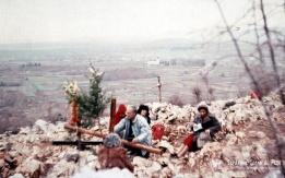 Don Piero alla collina delle apparizioni a Medjugorje
